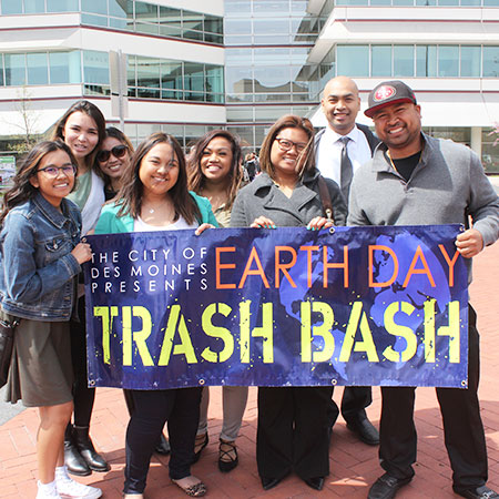 A group photo from past Trash Bash event